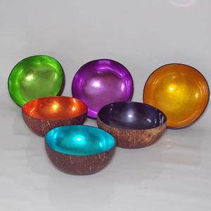 Häftiga, färggranna skålar i kokos