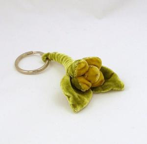 Nyckelring i tyg, grön blomma