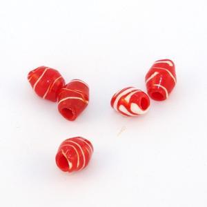 Pärlor av återvunnen plast, röda