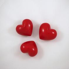 Röda stenhjärtan